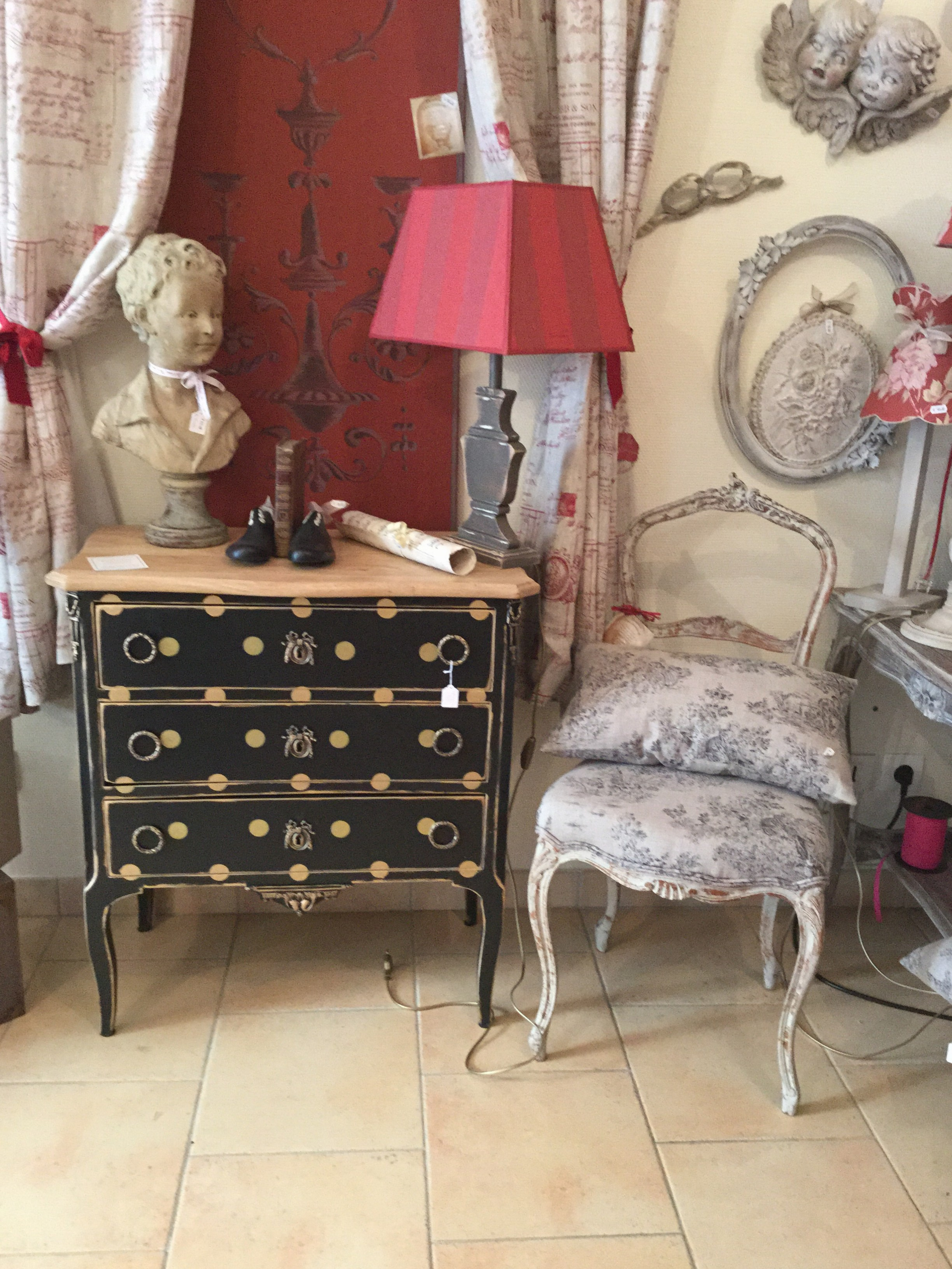 Relooker ses meubles anciens photos de conception de for Relooker meubles anciens